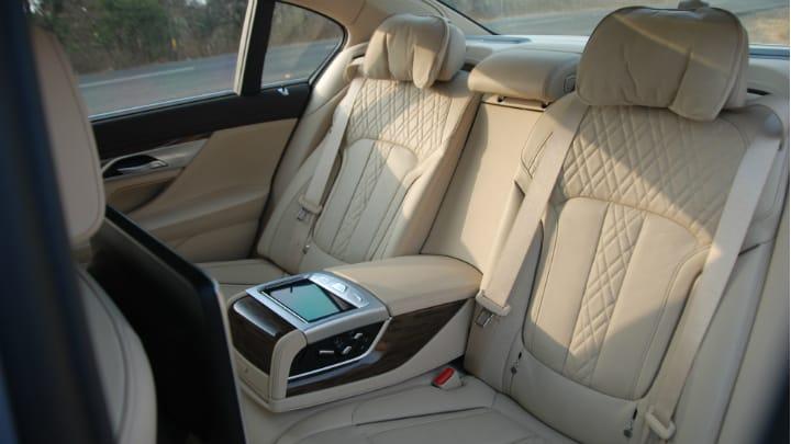 Rent BMW 740Li Car in Dubai