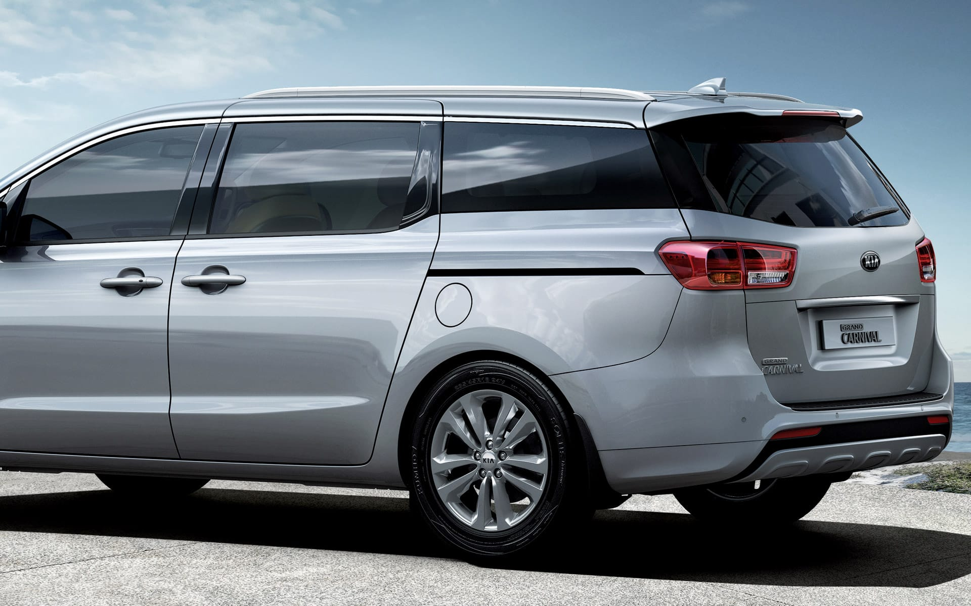 Rent A Car In Dubai >> KIA Grand Carnival MiniVan Rent Dubai | Imperial Premium Rent a Car